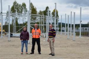 Ninni Westerlund, Jan-Erik Eriksson och Thomas Wahren framför bygget av ny bärgningsstation i Falun och Borlänge.