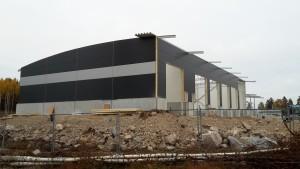 Bild på bygget av ny räddningsstation i Falun, väggarna har nu börjat monteras.
