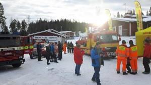 Bild från Bjursås Skicenter där många tittade på Lundbärgarnas bärgningsbilar.