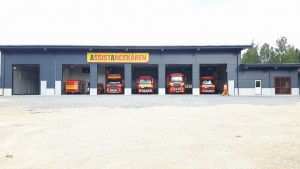 Bärgningsbilar inbackade i den helt nya räddningsstationen i Falun.