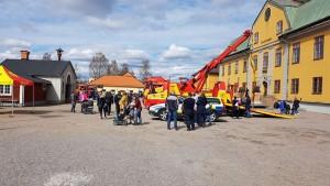 Bild från Falu Gruva där Assistancekåren visar upp bilar.